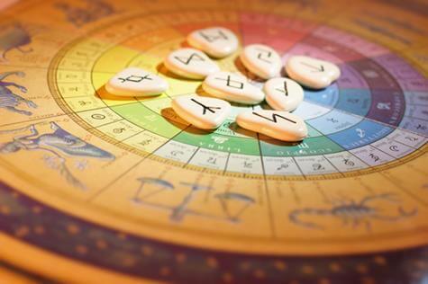 astrologia a kamienie runiczne